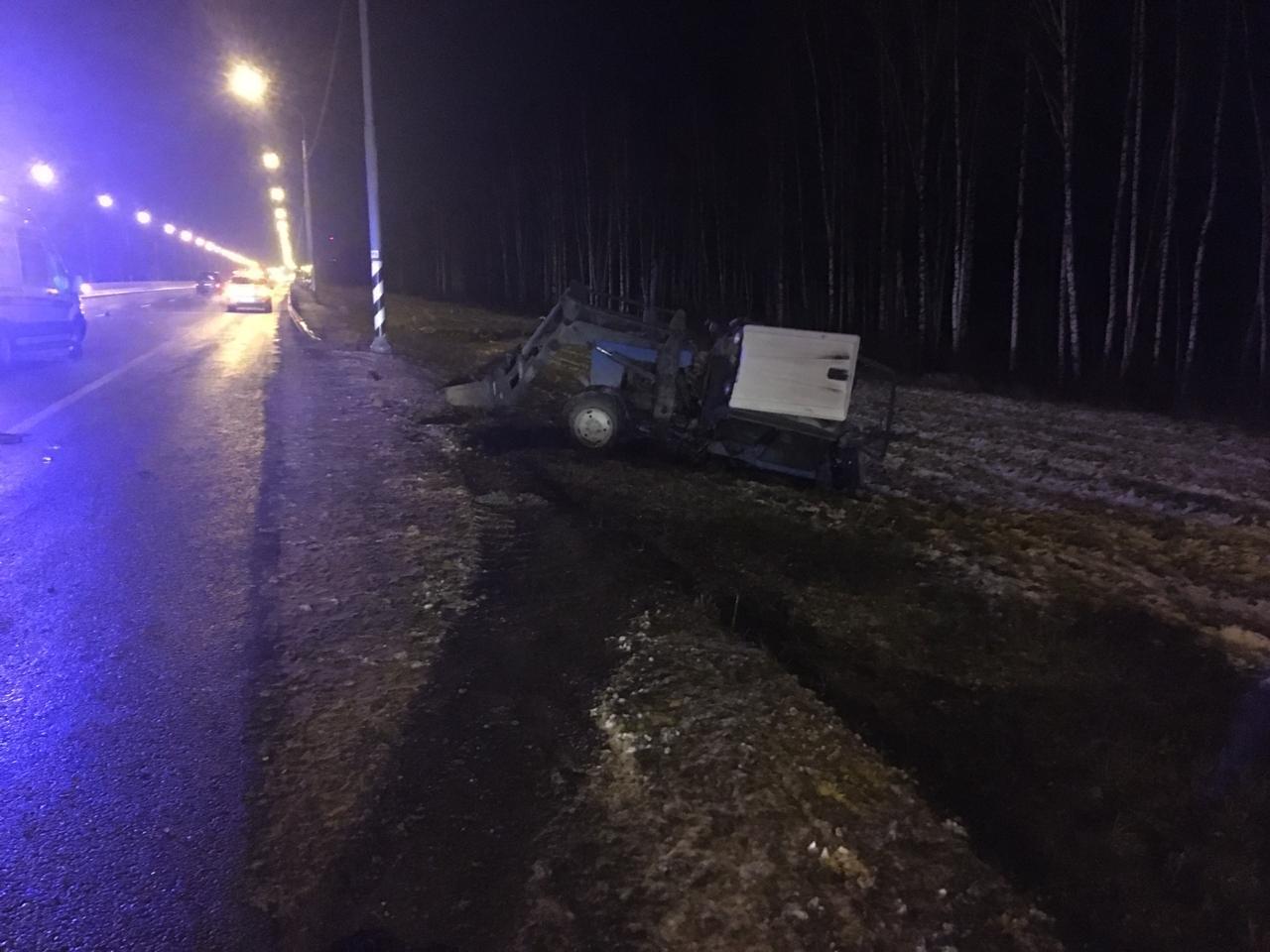 Появились фотографии с места гибели водителя снегопогрузчика под Тверью