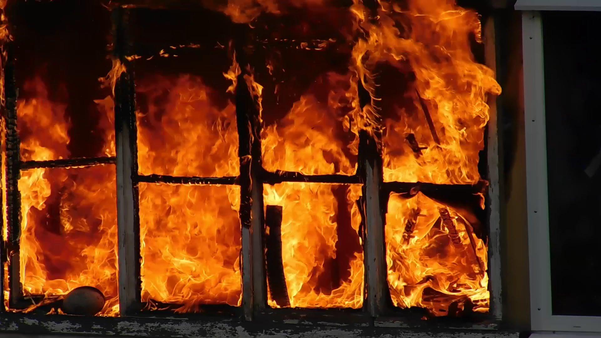 Ночью в Тверской области сгорел жилой дом
