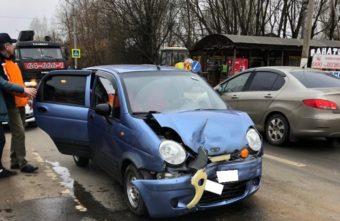 Недавно получившая водительские права девушка спровоцировала ДТП в Твери