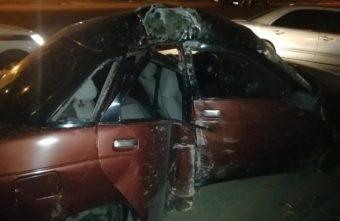 ВАЗ протаранил столб в Твери, двое пострадали