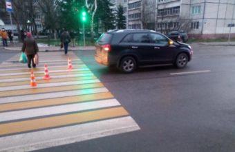 """В Твери машина сбила девушку, которая перебегала дорогу на """"красный"""""""