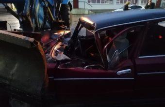 Пьяный водитель без прав столкнулся с трактором в Тверской области