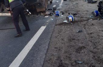 Под Тверью погиб человек после столкновения с грузовиком дорожной службы