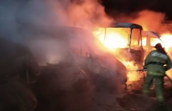 Ночью в Тверской области сгорели автобусы