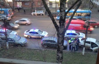 На улице в Заволжском районе Твери раздались выстрелы