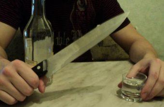 Житель Тверской области принял собутыльника за вора и пырнул ножом