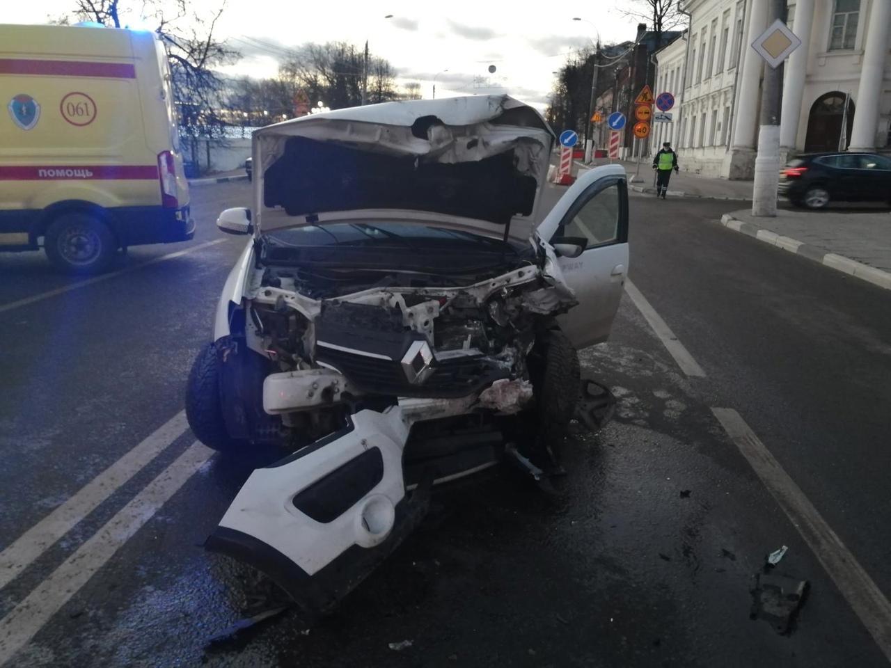 Выехавший на встречку водитель устроил ДТП с 4 автомобилями в Твери