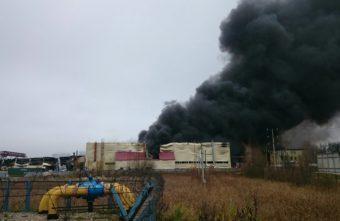 В Твери потушили открытый огонь на вспыхнувших ночью складах