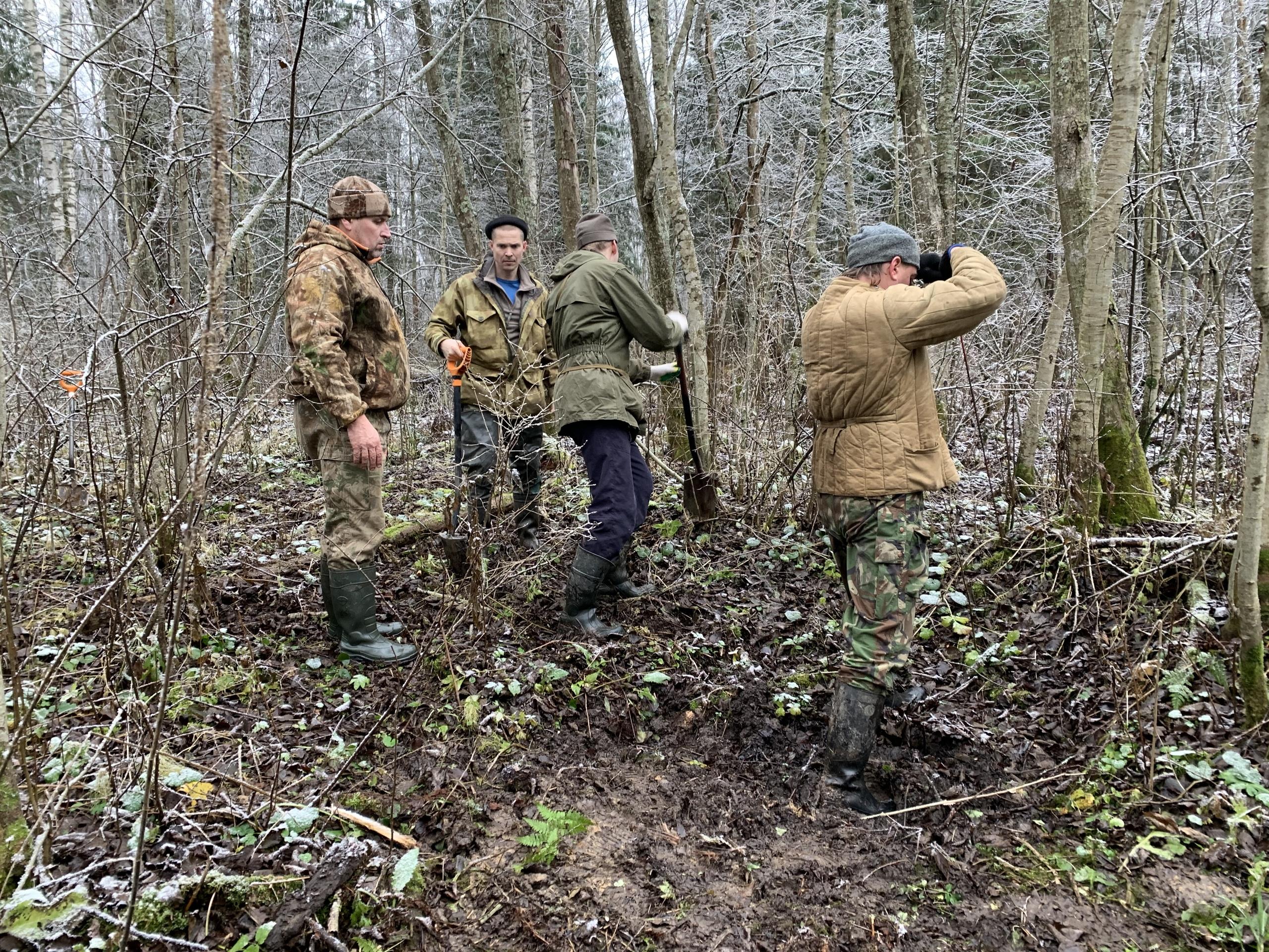 Красноармейцев, убитых подо Ржевом, нашли по солдатским кружкам
