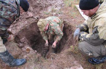 Под Андреаполем поисковики нашли солдат с медальонами