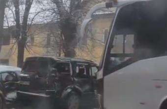 В Твери столкнулись рейсовый автобус с пассажирами и иномарка