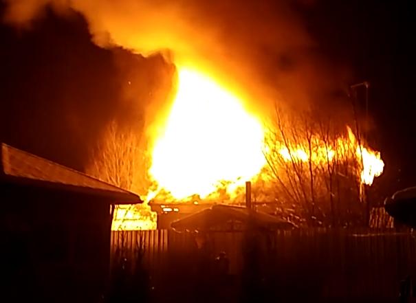 Ночью в Тверской области дотла сгорел деревянный дом