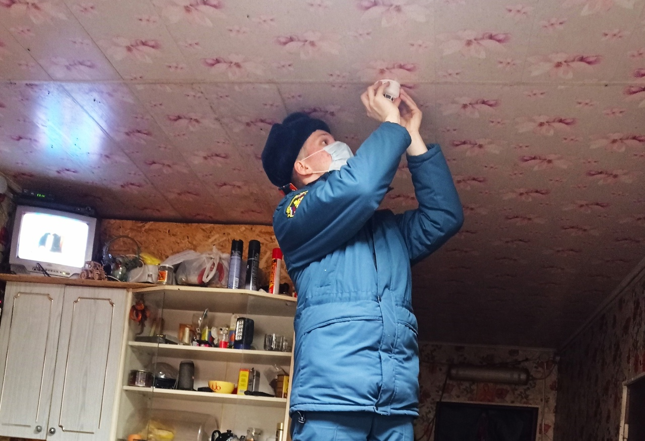 В домах многодетных семей Тверской области установили больше 7500 пожарных оповещателей