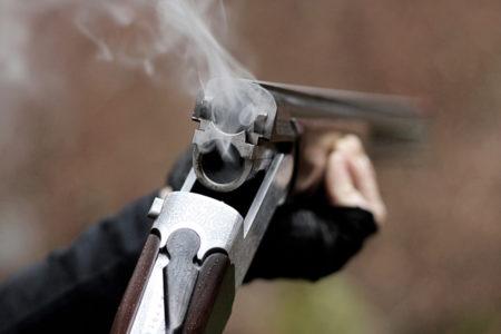 Мужчина открыл стрельбу из ружья по подросткам в Тверской области