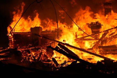 Обгоревшие останки мужчины нашли на месте пожара в Тверской области