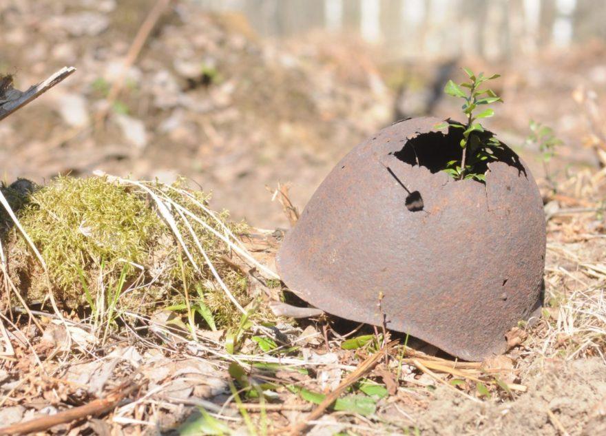 Спустя годы поисковики прочли медальоны солдат, погибших в Тверской области