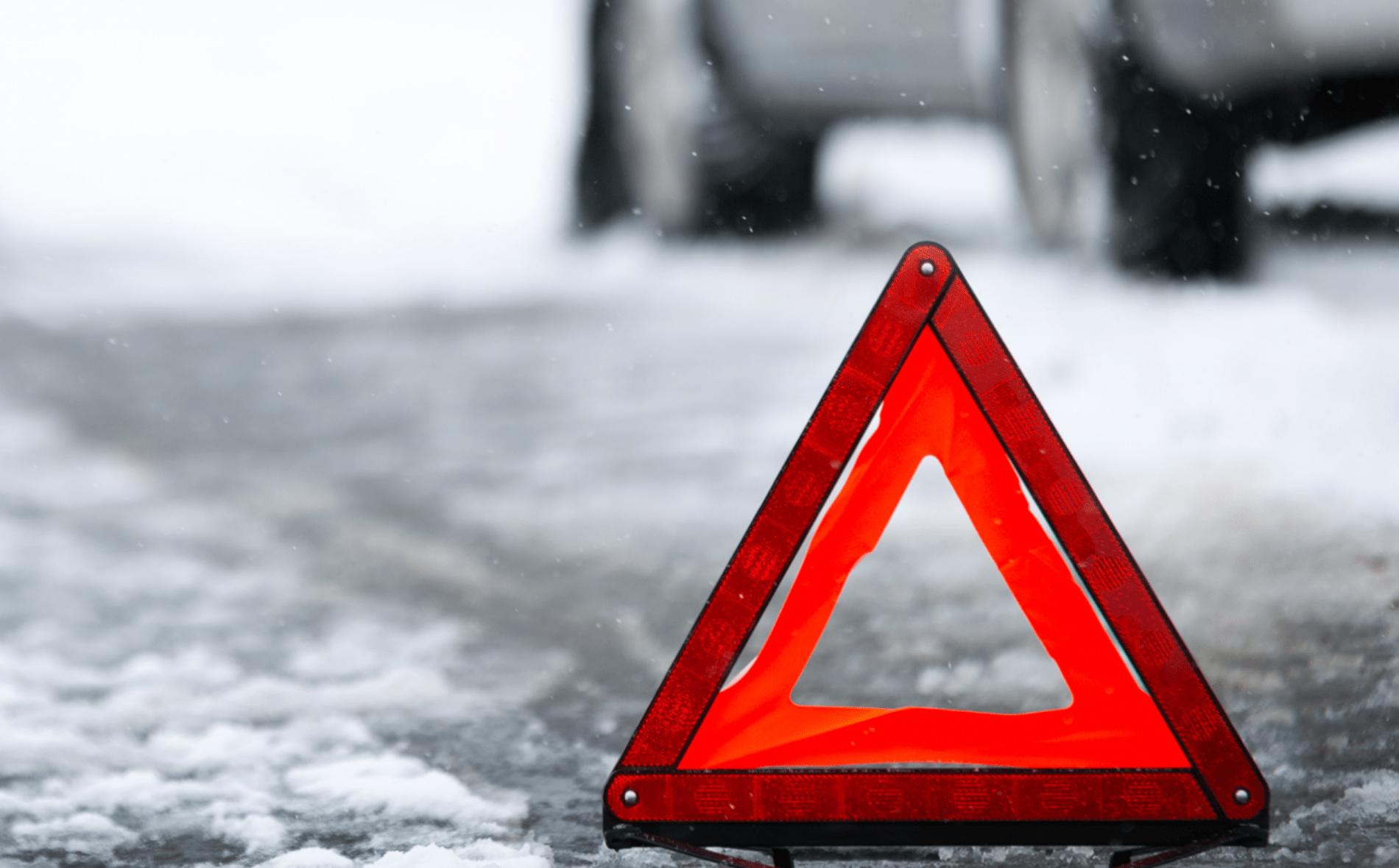 Водитель фуры уснул в Тверской области и сломал себе голень