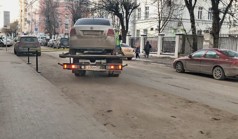 В Твери забрали машину у водителя, не платившего за парковку