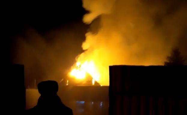 Ночью в Тверской области полностью сгорела дача с мансардой