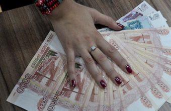Мошенницы обманывают стариков в Твери на пятитысячных купюрах