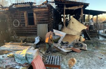 Тверской семье, потерявшей на пожаре дом и любимых животных, срочно нужна помощь