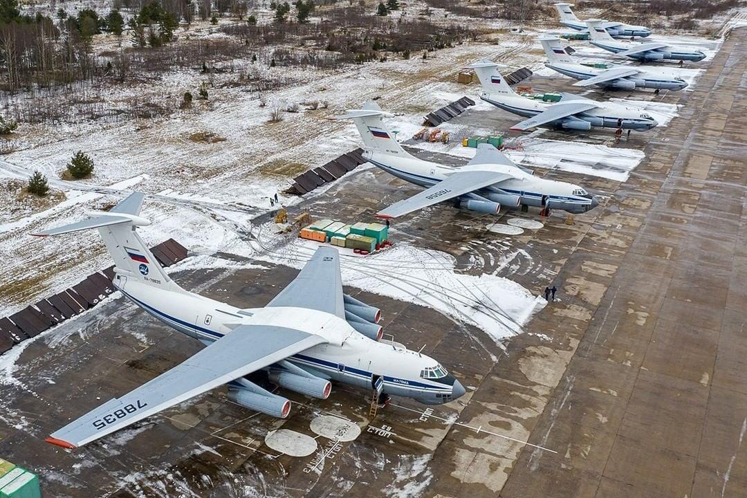 Командиры авиаполков подняли самолёты в небо над Тверью