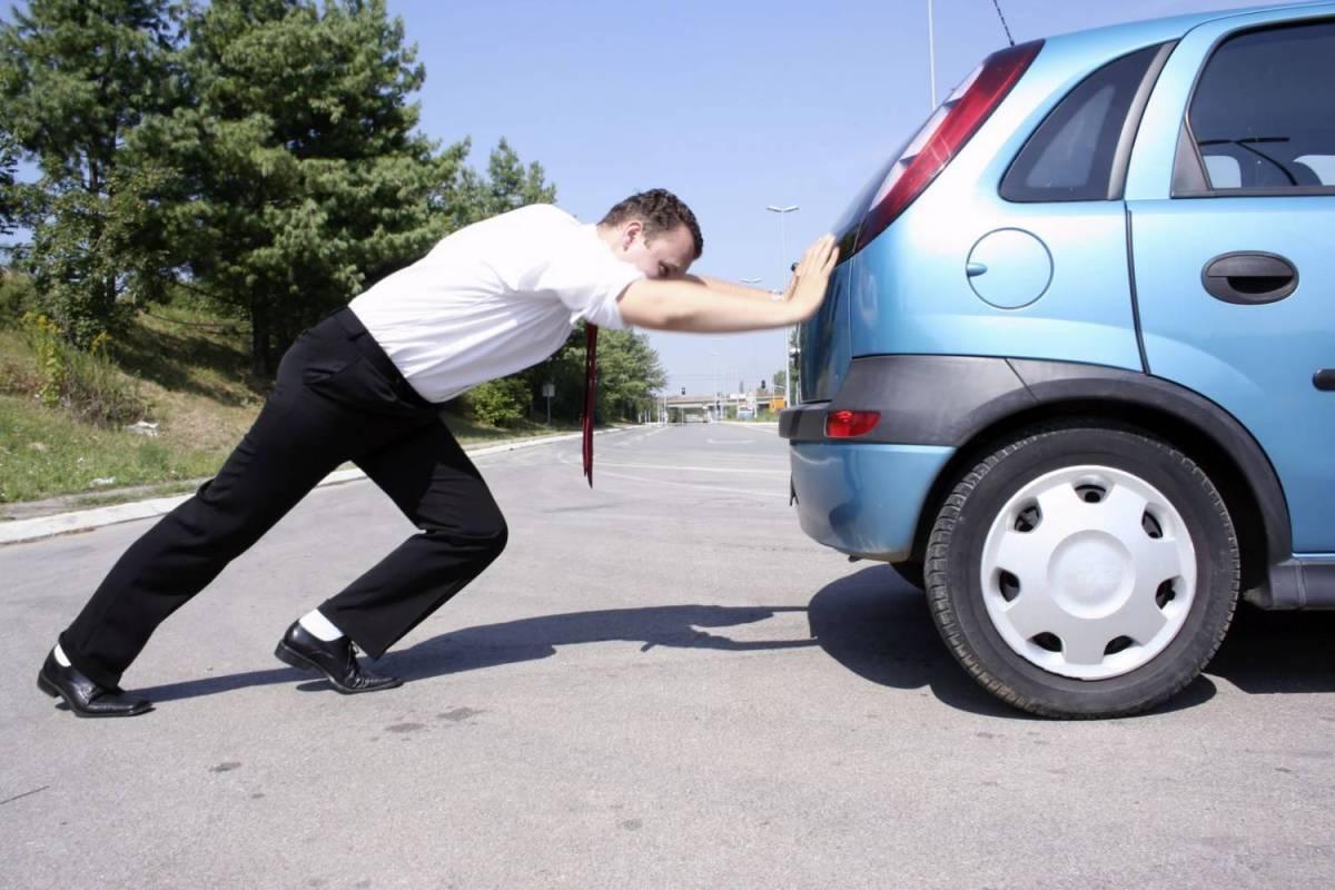 Житель Тверской области выкатил автомобиль администрации на дорогу и уехал