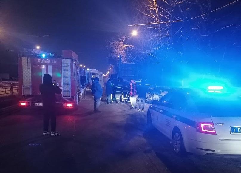 """Пьяный водитель на """"Фольксвагене"""" опрокинулся в Твери"""