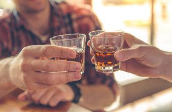 Так хорошо всё начиналось: жители Тверской области сидели и выпивали