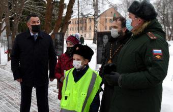 Гранатомет, колонка и смартфон: губернатор Игорь Руденя исполнил три желания
