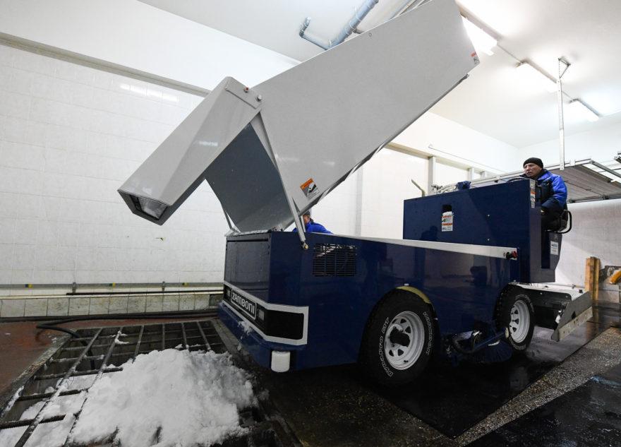Лёд в Твери теперь делают чудо-машины за девять миллионов