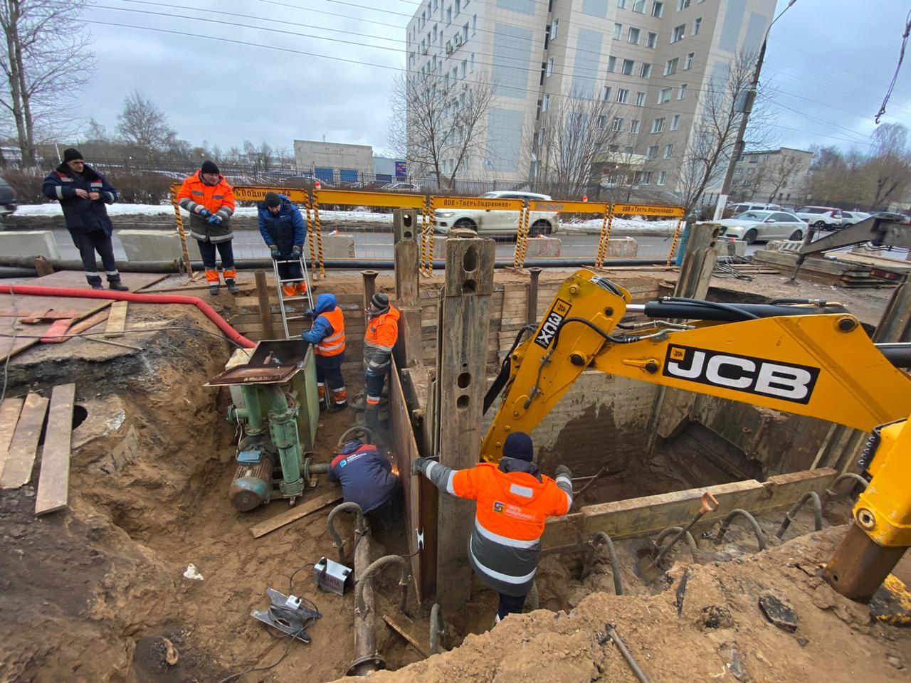 В Твери ремонтируют коллектор на проспекте Победы