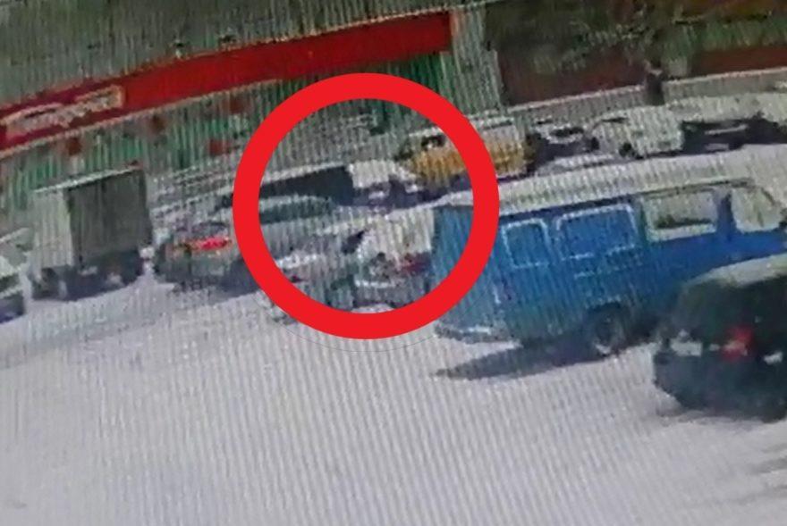 В Твери ищут водителя, который сбил у супермаркета женщину и уехал