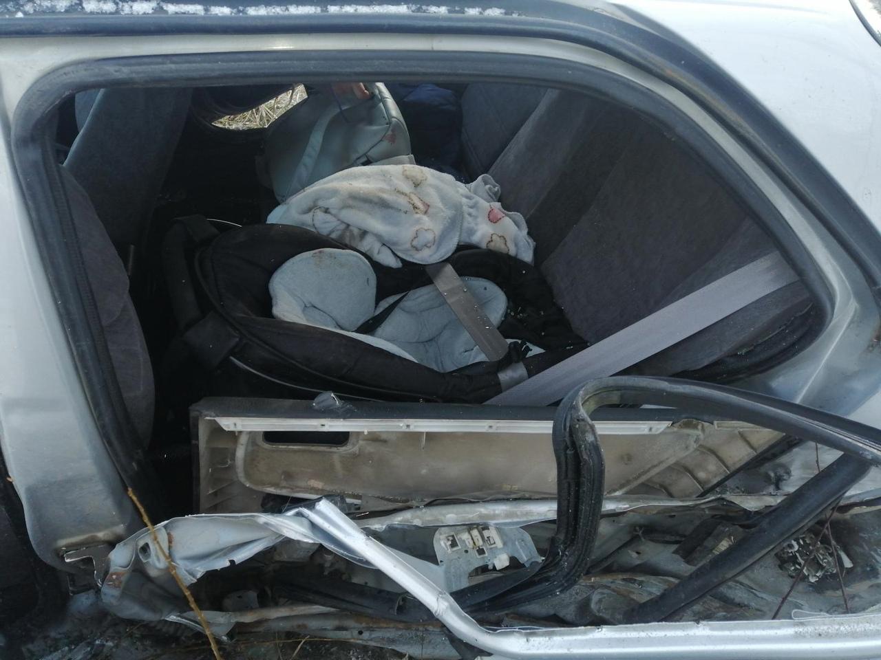 Четыре человека пострадали в аварии на трассе в Тверской области