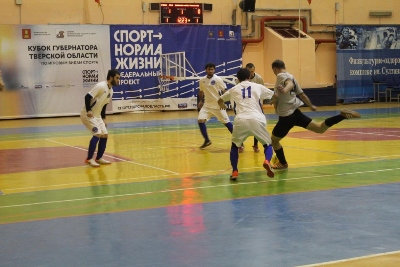 Водители тверских автобусов обыграли команду из Торжка в мини-футбол