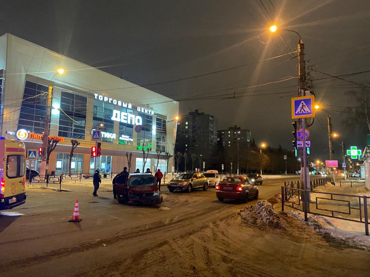 В Твери столкнулись три машины, пострадала девочка