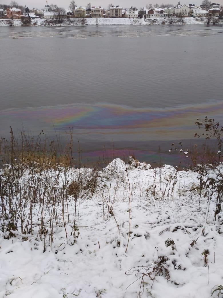 Власти Тверской области прокомментировали ситуацию с пятном на Волге