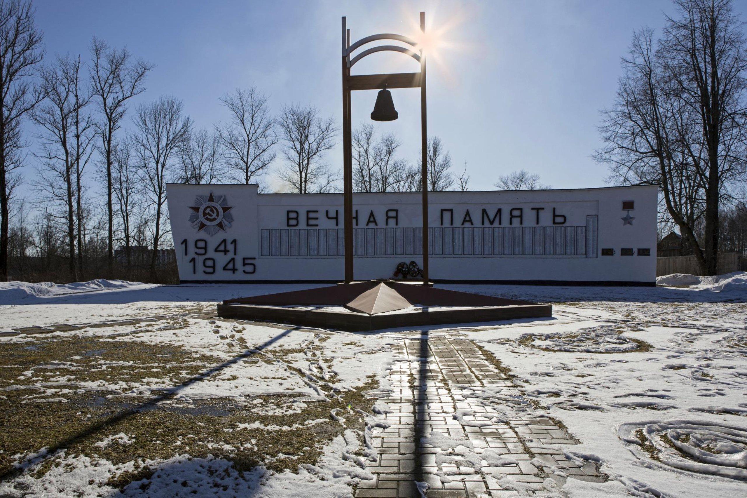 У стелы в Тверской области нашли труп подростка