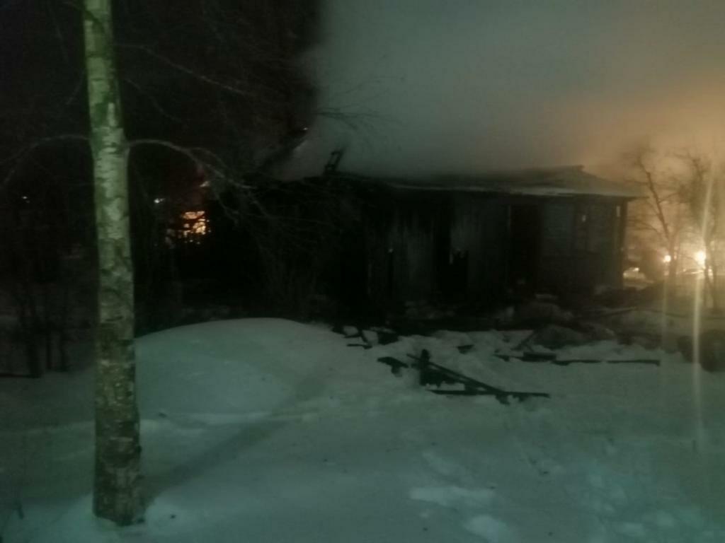 Два человека погибли при пожаре в Тверской области
