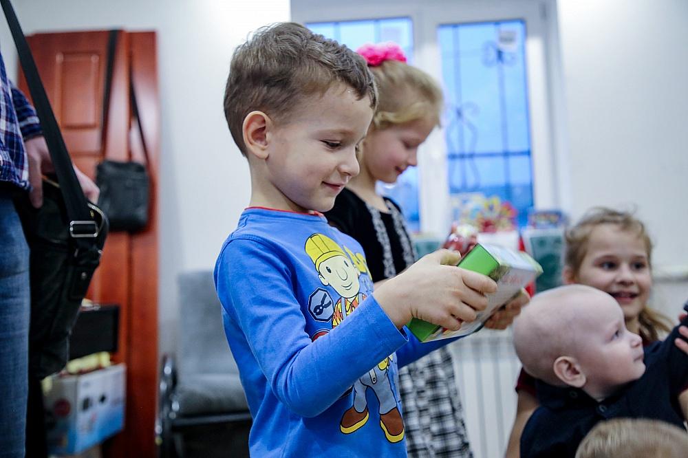 22 тысячи детей в Тверской области получат бесплатные новогодние подарки
