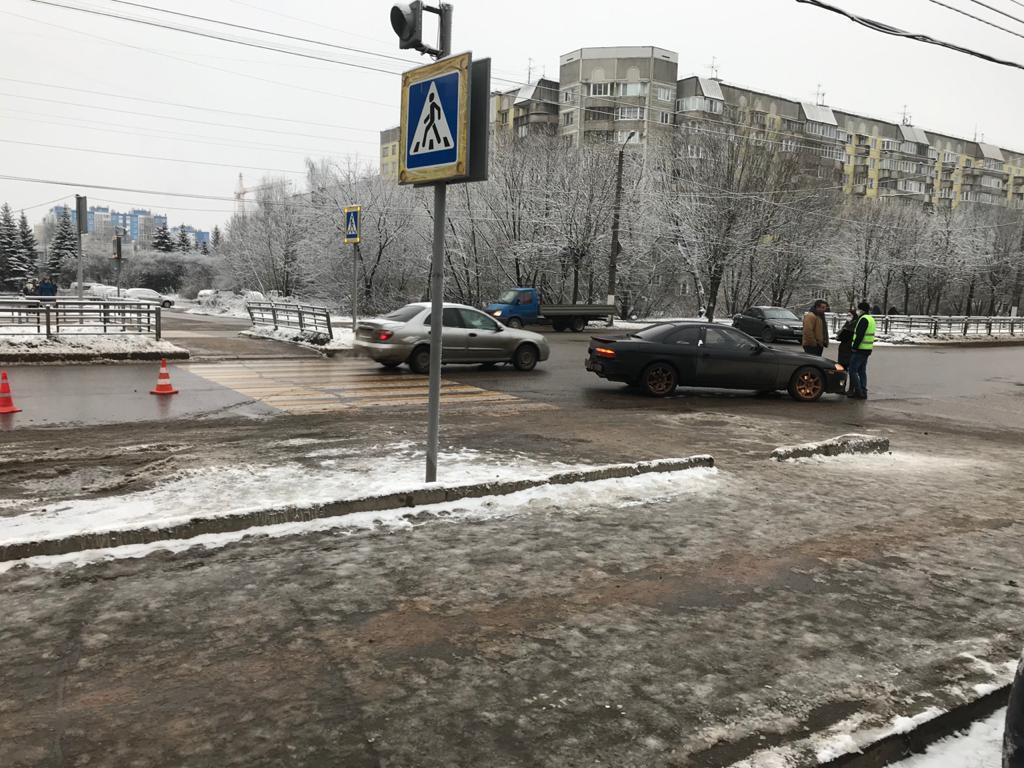 В Твери водитель отвлёкся на телефон и сбил пешехода