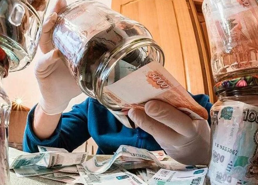 Эксперт рассказал, обесценится ли рубль и стоит ли покупать недвижимость