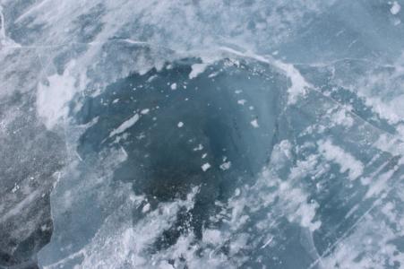 Тело замёрзшего мужчины нашли на озере Селигер в Тверской области