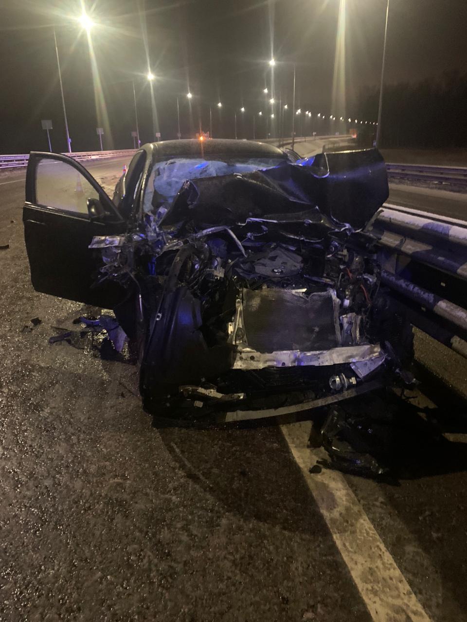 Трое детей пострадали в Тверской области после столкновения BMW с грузовиком
