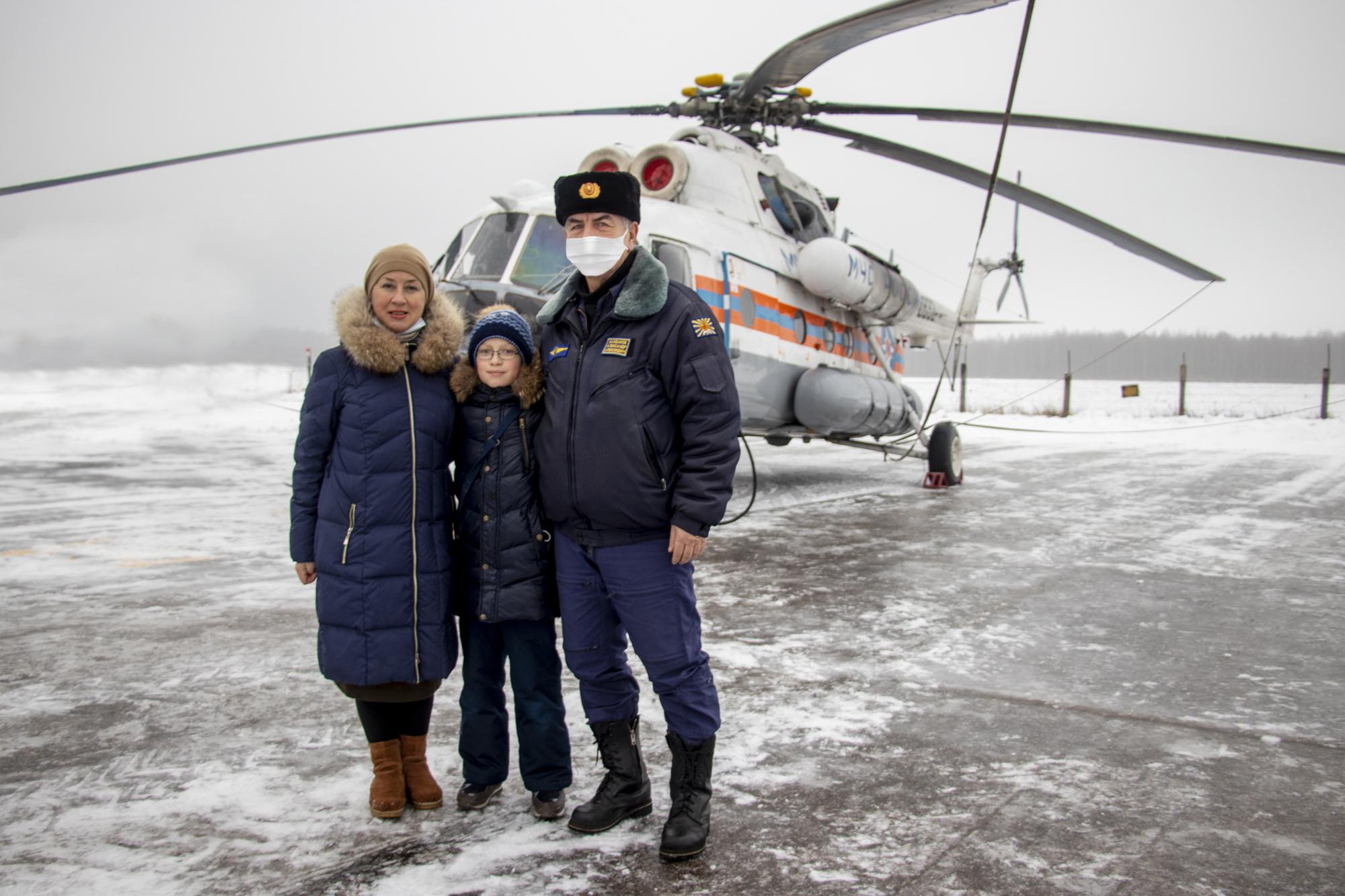 Новогодняя мечта: юный житель Твери попал в кабину спасательного вертолёта