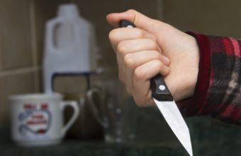 Житель Твери чуть не убил приятеля, но испугался его угроз