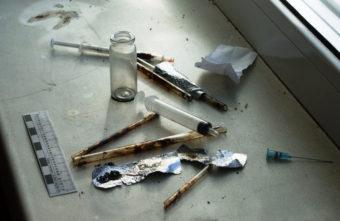 Житель Тверской области сдавал свою квартиру наркоманам за водку и еду