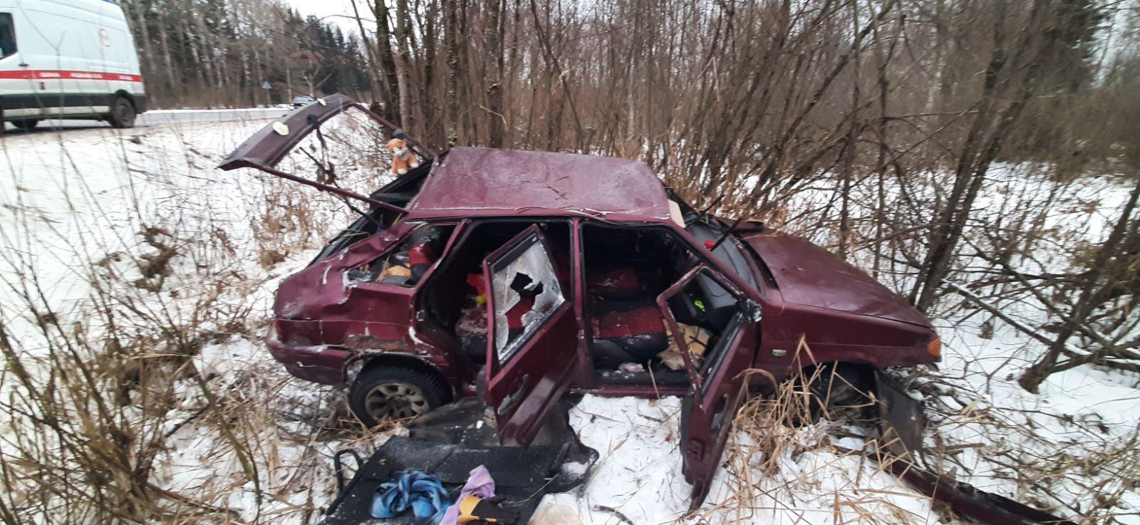В Тверской области ВАЗ вылетел в кювет: есть пострадавшие