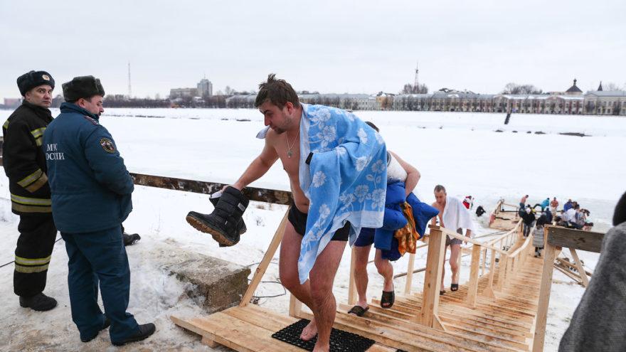 Топ советов тверичанам, как искупаться на Крещение и не замёрзнуть