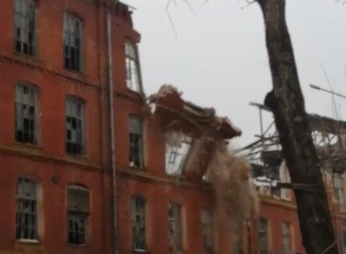 Опубликовано видео, как в Тверской области рушат старинную вышневолоцкую фабрику